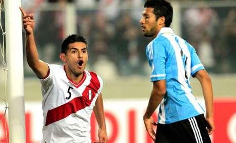 Zambrano foi titular nos dois jogos do Peru nesta Copa América (Foto: Agência Reuters)