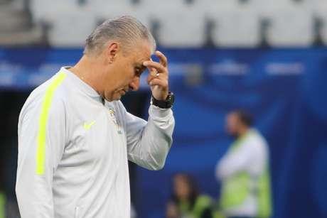 O técnico Tite, do Brasil, durante o treino da equipe realizado na Arena Corintians, em Itaquera, zona leste da capital paulista, nesta sexta-feira (21). O time se prepara para enfrentar o Peru, em partida válida pela ultima rodada do grupo A, na fase de grupos da Copa América 2019
