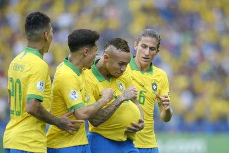 O jogador Éverton do Brasil comemora gol durante a partida entre Peru e Brasil, válida pela Copa América 2019, na Arena Corinthians, em São Paulo (SP), neste sábado (22)