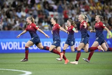 As norueguesas estão na próxima fase do Mundial Feminino (Foto: CHRISTOPHE SIMON/AFP)
