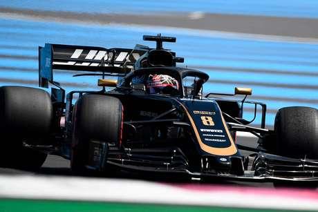 """Grosjean desapontado após abandono na corrida """"em casa"""""""