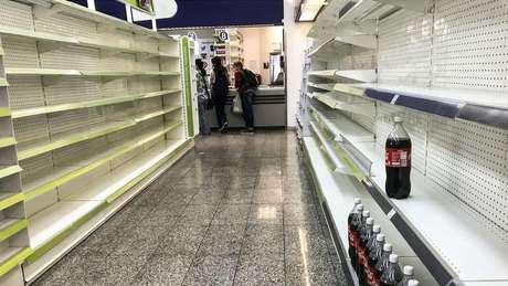 Instabilidade política e disparada da inflação esvaziaram as prateleiras na capital venezuelana, Caracas