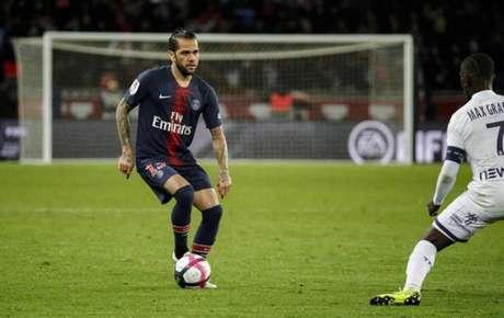 Daniel Alves vestiu a camisa do PSG por duas temporadas (Foto: Reprodução / Twitter)