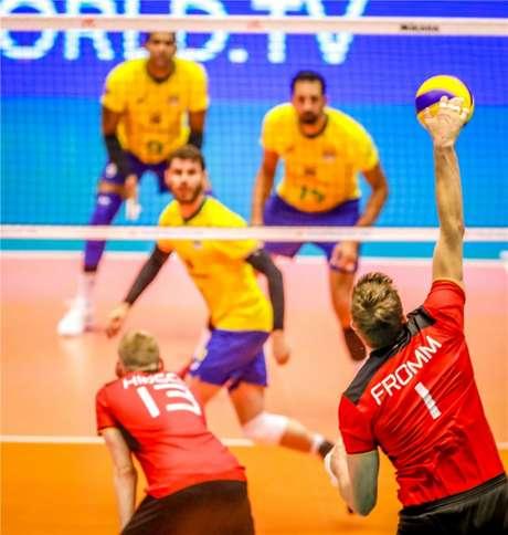 Jogo muito equilibrado entre Brasil e Alemanha, em Cuiabá FIVB Divulgação
