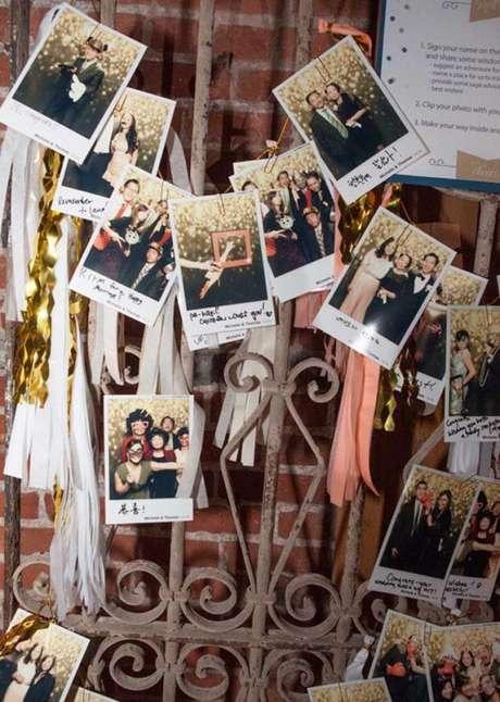 51. Coloque uma cabine de fotos para os convidados se divertirem durante toda a festa a fantasia – Por: Pinterest