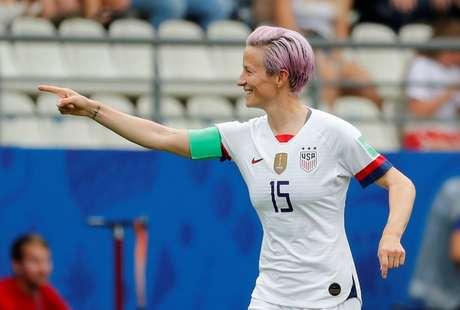 A jogadora dos Estados Unidos Megan Rapinoe comemora gol sobre a Espanha durante a Copa do Mundo feminina, em Reims, na França 24/06/2019 REUTERS/Bernadett Szabo