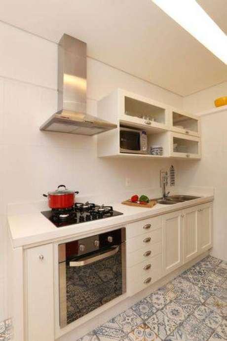 47. Cozinha compacta com puxadores em concha. Projeto de Archduo Arquitetura