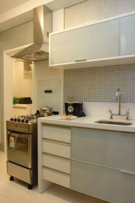 2. Cozinha compacta com móveis planejados. Projeto de Teresinha Nigri
