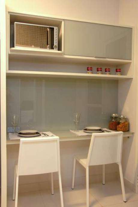 6.Cozinha compacta em cores claras. Projeto de Teresinha Nigri