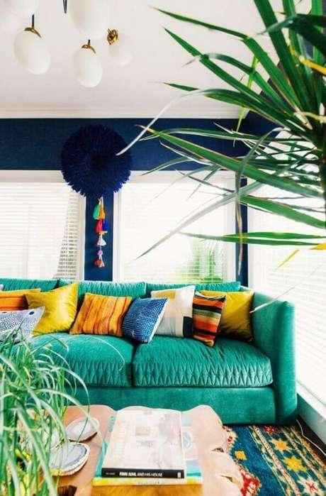 9. Almofadas coloridas para sofá colorido também ficam super charmosas – Foto: Neu dekoration stile