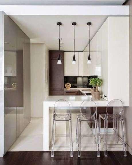 57. Estilo moderno para cozinha compacta com balcão branco e pendentes