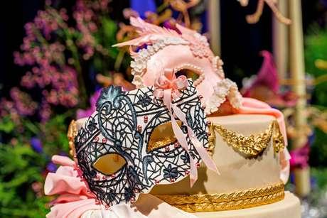 20. A máscara é a representação da festa à fantasia mais bonita para usar na decoração – Por: Raphael Ranosi