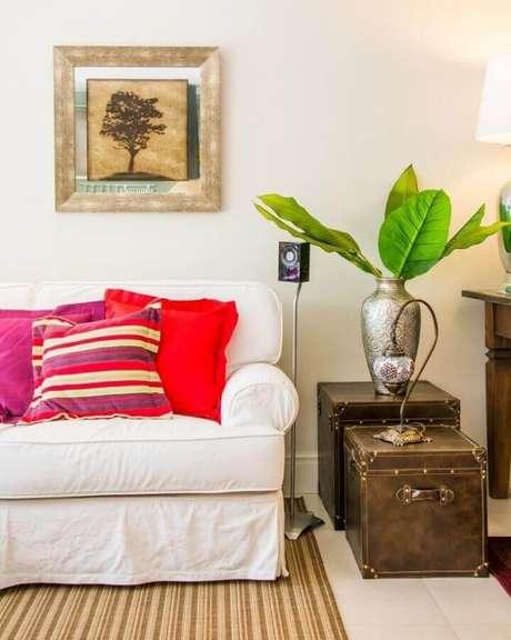 18. Capas de almofadas coloridas para sofá branco – Foto: Alves + Zoppas Arquitetura