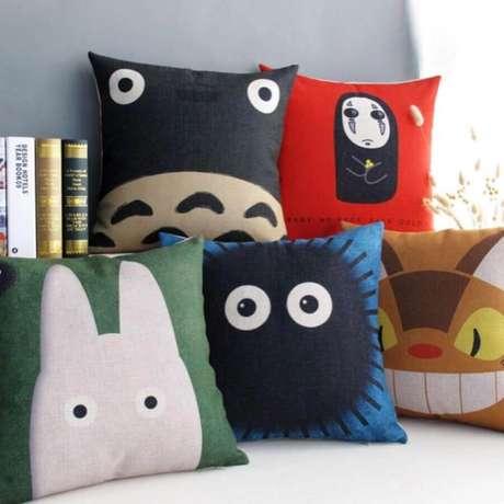 20. Invista em almofadas coloridas e com estampa divertida para o quarto infantil – Foto: Pinterest