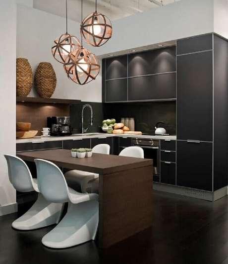 66. Cozinha pequena com armários planejados. Fonte: Arquidicas