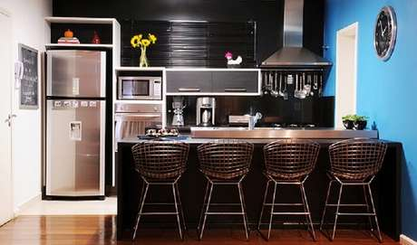 1. Cozinha pequena com bancada. Fonte: Pinterest