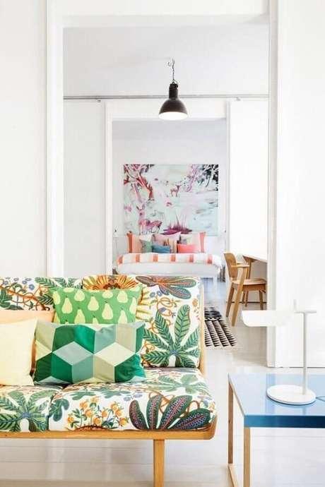 24. Decoração clean com almofadas para sofá com estampa combinando – Foto: Mineral King