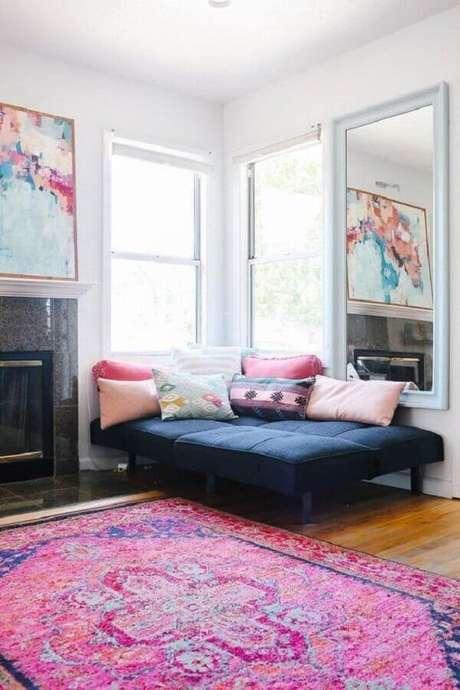 27. Decoração com almofadas coloridas – Foto: Apartment Therapy