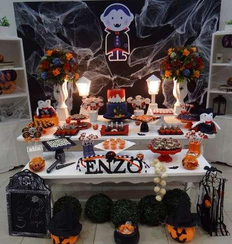 19. A decoração de festa à fantasia infantil pode ser inspirada no tema Halloween – Por Pinterest