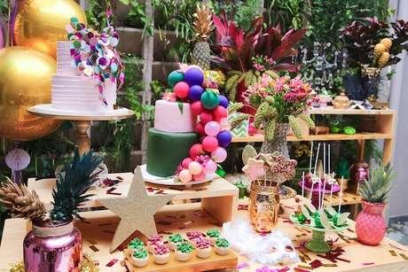 3. A decoração da festa à fantasia infantil deve ser tão alegre e cheia de detalhes quanto qualquer outra idade – Por: Mia e Maria