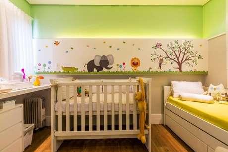 10. A decoração de quarto infantil também pode conter tons de verde. Aposte nos seus favoritos! – Por: By Arquitetura
