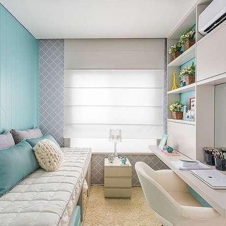 34. Decoração de quarto de menina com ambiente em cores claras e tons de verde na parede – Por: VD