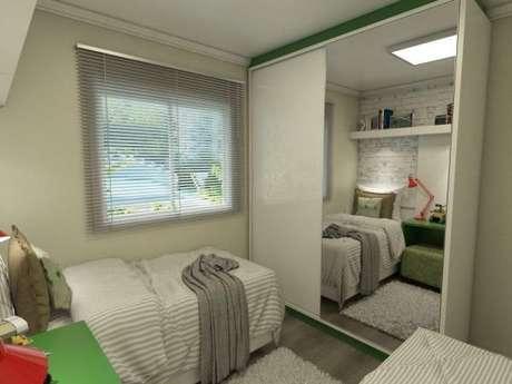 39. O quarto de solteiro pequeno pode usar alguns móveis nos tons de verde para dar vida ao ambiente – Por: Ednilson Hin