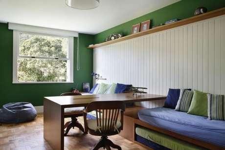 13. A decoração de quarto de solteiro fica ainda mais bonita com os tons de verde – Por: Migs Arquitetura