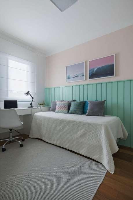 42. A cabeceira do quarto fica ainda mais bonita com os tons de verde – Por: SpeStudio