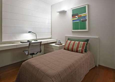 43. Invista na decoração de quarto de solteiro com tons de verde claro – Por: Gislene Lopes
