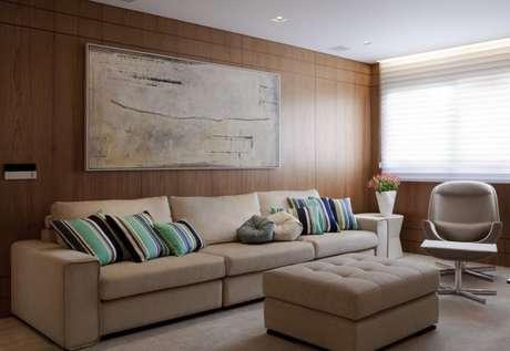 48. Para ambientes clássicos, invista na decoração da sala com almofadas em tons de verdes – Por: Marcelo Rosset
