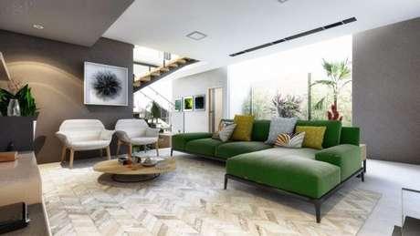 50. A decoração de sala de estar fica ainda mais bonita com o sofá em tons de verde – Por: Uba Arquitetura