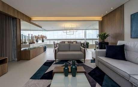 53. O living room em tons de verde escuro são perfeitos para o ambiente – Por: Espaço Traço
