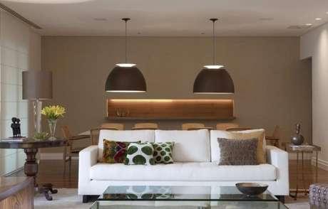 55. Decoração da sala de estar com outros ambientes em tons de verde – Por: Messa Penna