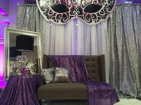 60. A decoração de festa à fantasia fica ainda mais bonita com os brilhos e detalhes incríveis – Por: Pinterest