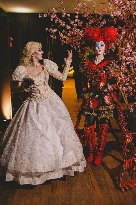 32. Convidadas com fantasia de Alice no país das maravilhas para festa à fantasia – Por: Raphael Ranosi