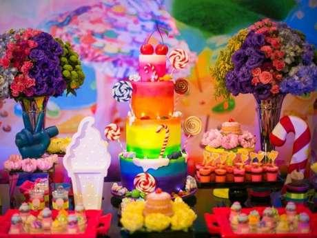 44. A decoração para festa à fantasia fica ainda mais bonita colorida e com muuuuitos docinhos para os convidados – Por: Pinterest