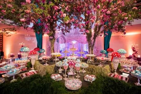 46. A decoração festa à fantasia pode ter temas como Jardim Encantado – Por: buffet morenos
