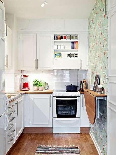 64. A mesa dobrável é excelente para otimizar espaço em uma cozinha com balcão