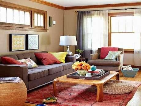 50. Invista em almofada colorida que combine com o seu estilo de decoração – Foto: Pinterest