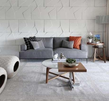 53. Sala moderna decorada com sofá cinza e almofada colorida – Foto: Neu dekoration stile