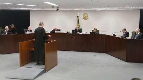 O advogado de Lula Cristiano Zanin Martins argumenta na Segunda Turma do STF
