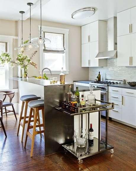 36. Carrinho bar acoplado ao ambiente da cozinha. Fonte: inDica Decor