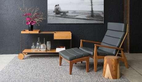 59. Carrinho para bar com design contemporâneo feito de madeira. Fonte: Fernando Jaeger Atelier