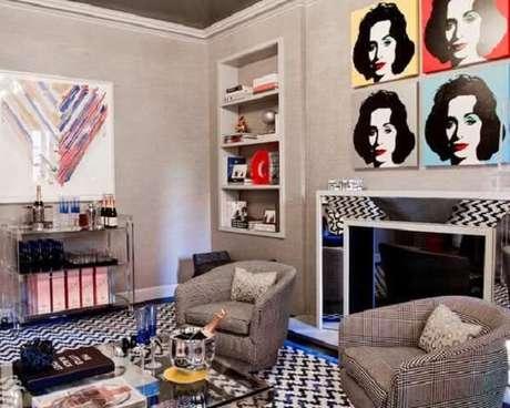 5. Carrinho bar com design de acrílico encanta a decoração da sala de estar. Fonte: Pinterest