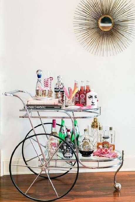 15. Carrinho de bar com estilo vintage para decoração da casa. Fonte: Pinterest