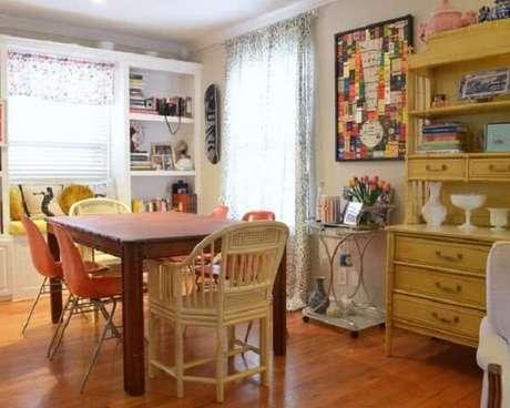 42. Carrinho para bar com estrutura simples decora a sala de jantar. Fonte: Pinterest