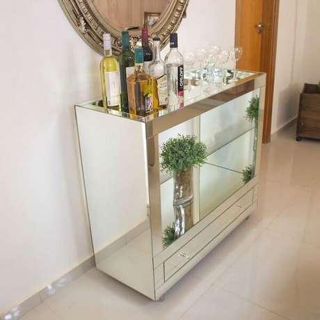 44. Carrinho de bar com vidro espelhado e gaveta. Fonte: Amplo Espaço