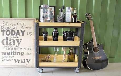 26. Carrinho bar feito de madeira e metal. Fonte Blog Spirit