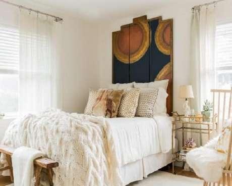 6. Carrinho bar decoração utilizado como criado mudo no quarto. Fonte: Pinterest